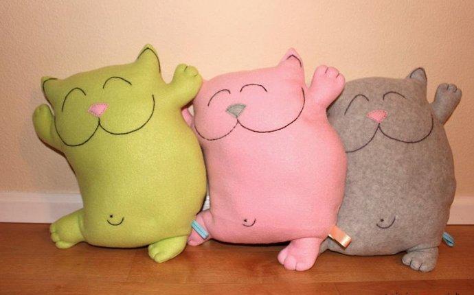 Выкройки игрушек-подушек помогут скрасить унылый интерьер и